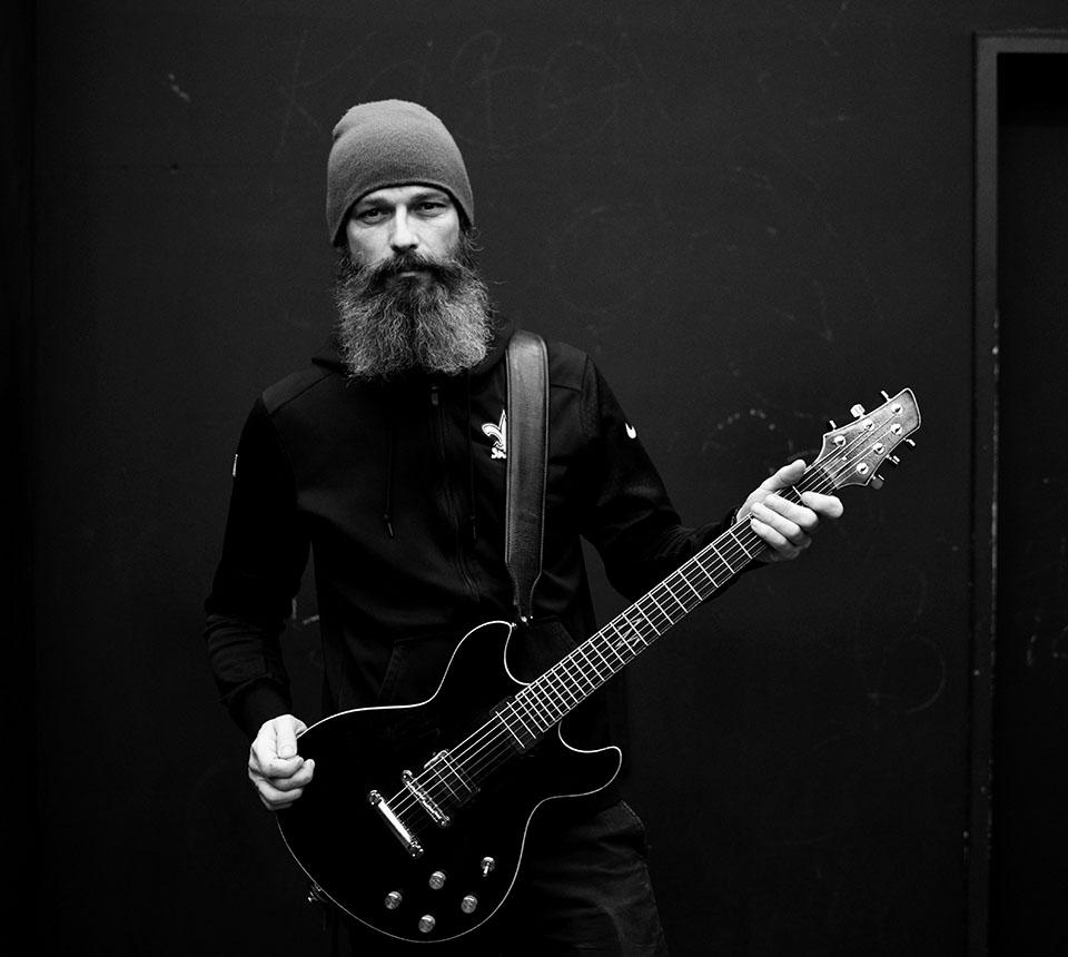 Steve Holt plays Mozer Guitar